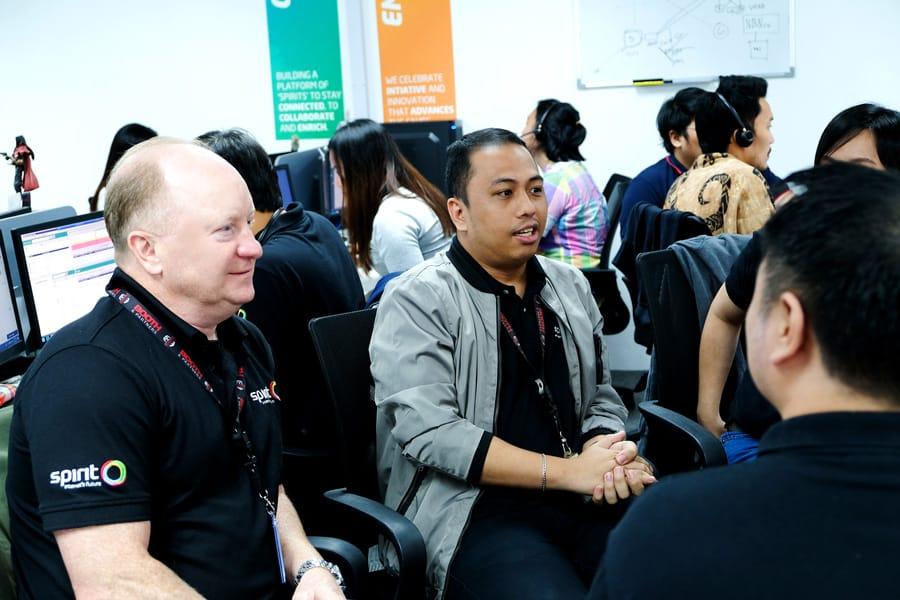 B&P Team - Spirit Telecom's Managing Director Geoff Neate with Team Leader Ricardo Villarey